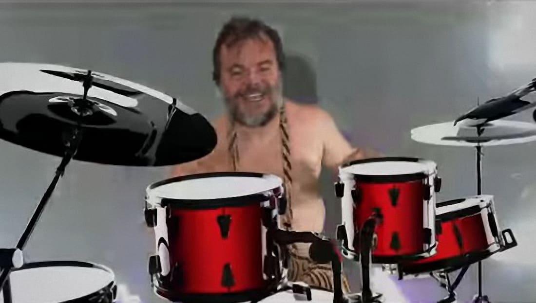Tenacious D versiona dos canciones de The Beatles en un vídeo.